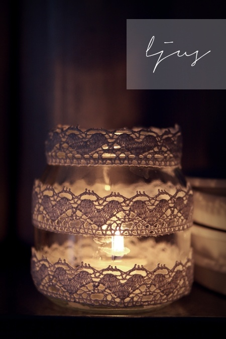 This tealight holder with lace is perfect for a romantic winter!