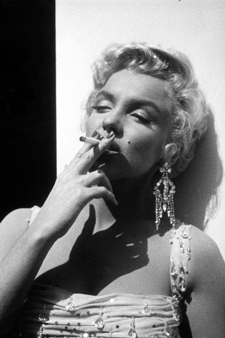 Marilyn Monroe in Pictures. #marilyn monroe smoking, #smoking beauty, #marilyn monroe cigarrette