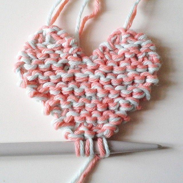 Sur mes aiguilles des c urs en point mousse tuto de weareknitters from instagram - Broderie sur tricot point mousse ...