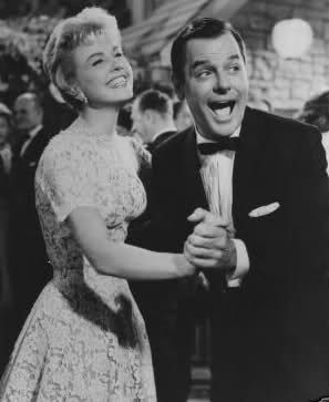 This picture is just too cute. Love Gig Young and Doris Day.