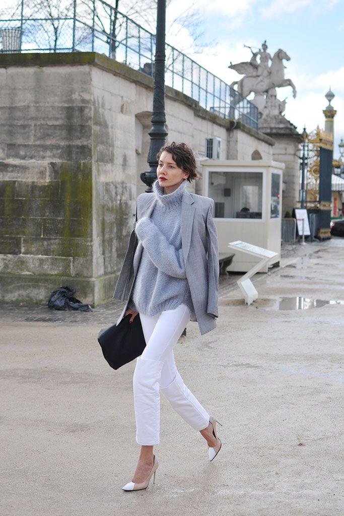white jeans and grey top, paris street style - Trendycrew.com