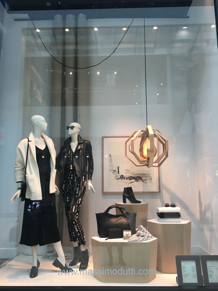 3624 best images about window display on pinterest for Bershka via torino