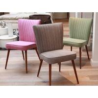 Deze stoelen in twee of drie kleuren (of eentje, vindt AdB)
