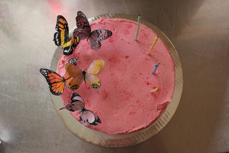 mima + moo : 4th birthday cake : paper butterflies