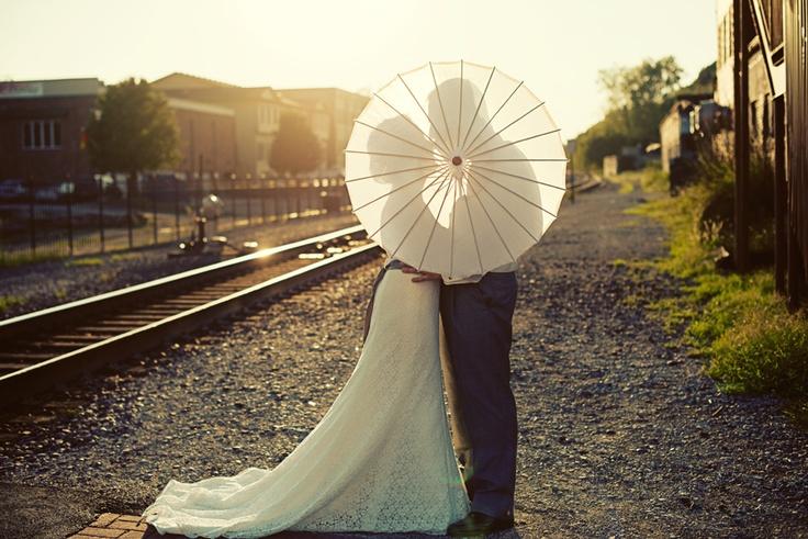 foto boda sombrilla by The Photo Bus