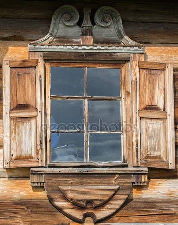 Letöltés - Az orosz Észak-régi házak fa ablakok. Gyönyörű kereteket. Fafaragó. Hagyományos ház építése fából — Stock Kép #76907905