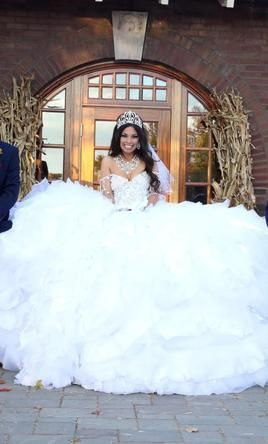 Awesome 25 Best Sondra Celli Dresses https://weddingtopia.co/2018/02/18/25-best-sondra-celli-dresses/ `But her gown is a favorite