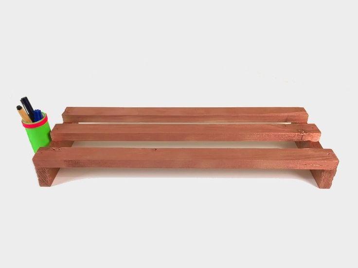 Soporte de madera para el monitor del ordenador