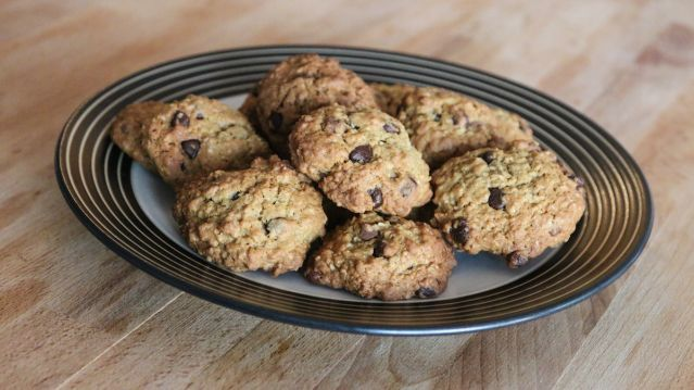 Try this recipe for Nestle Toll House Quaker Oats Oatmeal Chocolate Chip Cookies (from a 1992 magazine Ad - Choc-Oat-Chip Cookies) on Foodgeeks.com