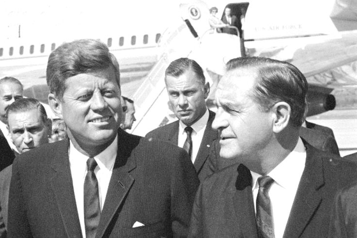 1963. 3 Octobre. John Kennedy and Orval Faubus Arkansas. Governor Orval Faubus greets President Kennedy on his visit to dedicate the $46.7 million Greers Ferry dam at Heber Springs, Arkansas
