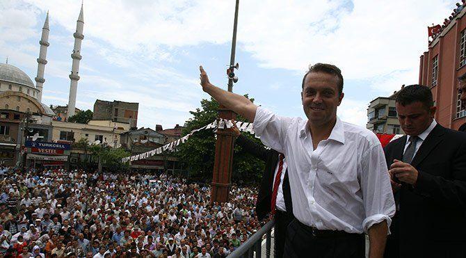 Cem Uzan siyasete mi dönüyor? - http://www.habergaraj.com/cem-uzan-siyasete-mi-donuyor-134202.html?utm_source=Pinterest&utm_medium=Cem+Uzan+siyasete+mi+d%C3%B6n%C3%BCyor%3F&utm_campaign=134202