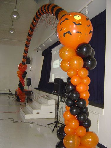 17 best images about halloween balloon on pinterest for Balloon decoration for halloween