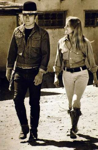 Tom Laughlin, star of 'Billy Jack' films, dies 12 Dec 13