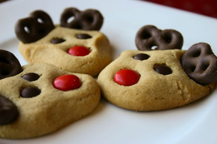 Peanut Butter Reindeer Cookies. Mini M for eyes or mini choc chips. Need mini choc covered pretzels