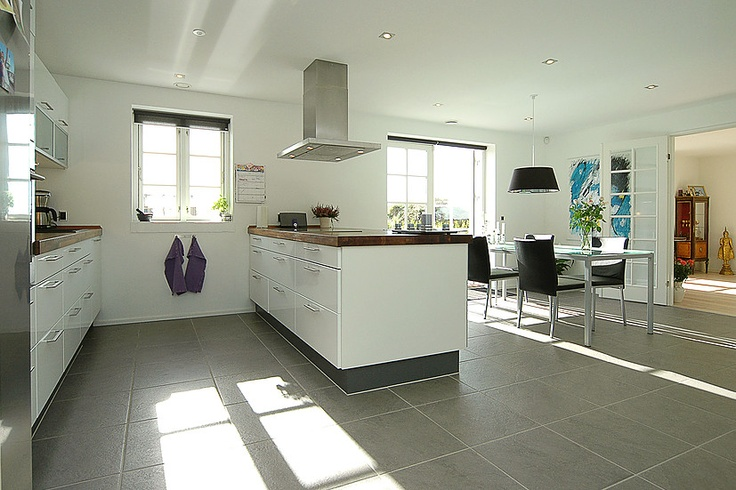 Flot nyt køkken... Klik for fotos af boligen. http://www.robinhus ...