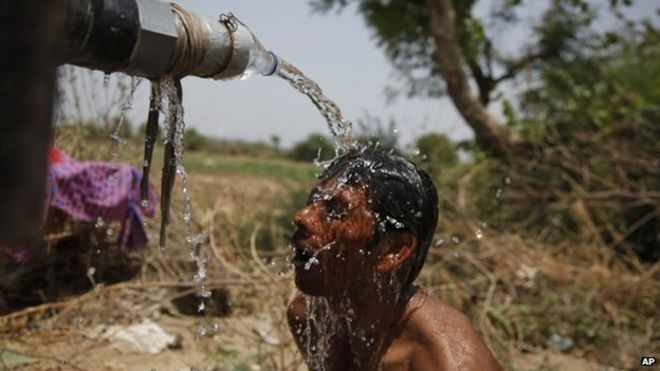 Massive India heatwave 'kills 430'  An Indian man takes bath under the tap of a water tanker on a hot day in Ahmadabad, India, Thursday, May 21, 2015