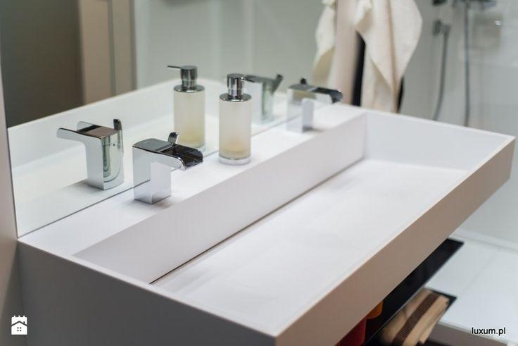 Nowoczesna umywalka z odpływem liniowym Luxum Łazienka - zdjęcie od Luxum