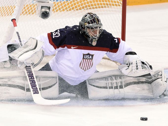 USA goalie Jonathan Quick (32) reaches for the puck against Slovakia. 2-13-2014