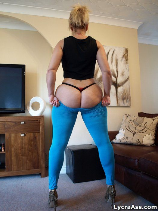 blue leggings ass