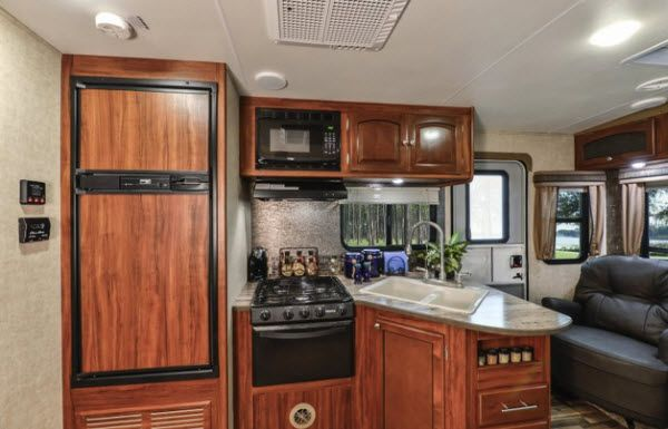 Heartland North Trail Travel Trailer Reviews   Floorplans   Features   Available Models - RVingPlanet