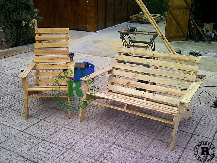 17 best images about reciclaje con palets y cajas on - Sofas con palets ...