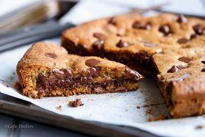 """Μπισκοτένια """"πίτσα"""" με Nutella & σταγόνες σοκολάτας"""