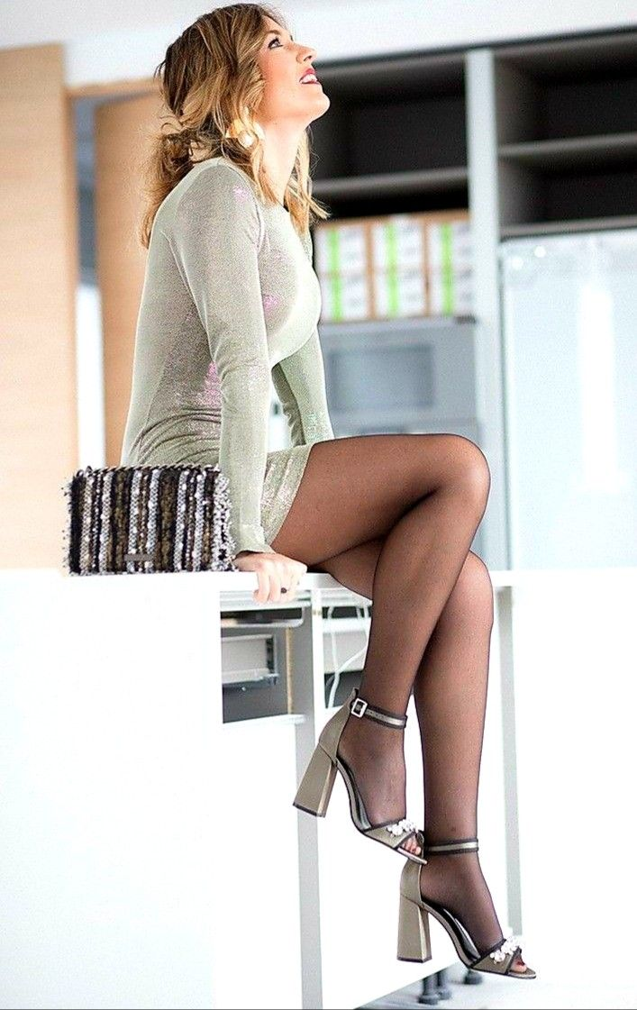 Pin By Pantyhose On Pantyhose Accesorize Fashion Nice Dresses Very Short Dress [ 1121 x 707 Pixel ]