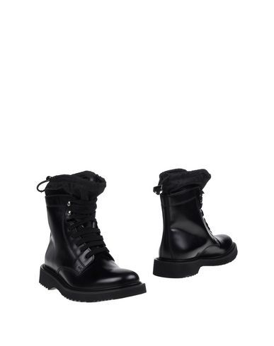 PRADA Ankle boot. #prada #shoes #stiefelette