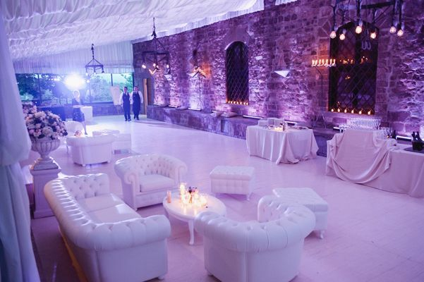 Jasmine and Tom's Italian Wedding at the Castello di Vincigliata in Florence, Italy - ALMA PROJECT White Chesterfield sofa - purple lighitng uplights