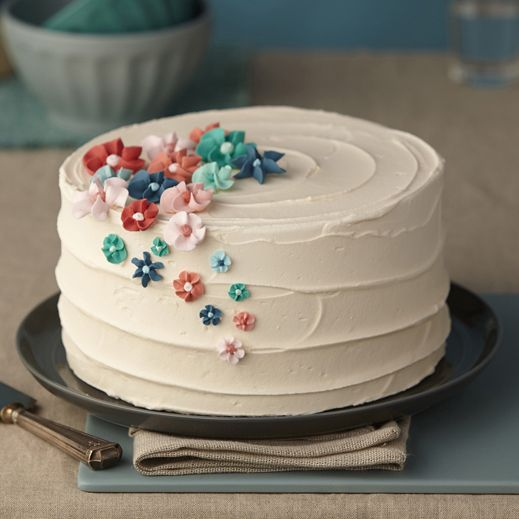 Create royal icing from scratch to make gorgeous drop flowers for your cake.
