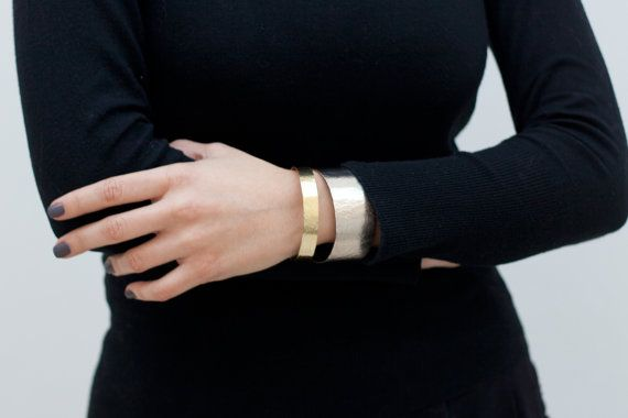 Pair of handcrafted bracelets narrow brass and by BelisamaCrafts, €14.00 #jewelry #jewellery #bracelet #bracelets #brass #nickel #silver #open #cuff