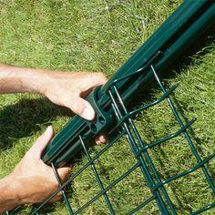 Installer une clôture de panneaux en grillage