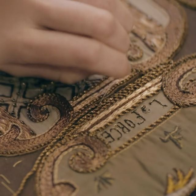 After first listening to #MariaGraziaChiuri explain her inspirations for the Tarot Card coat and then stepping inside the Dior ateliers for a sneak peak at its making, let's rewind and enter the Paris embroidery atelier Vermont to get a close look at the coat's unique and laborious embroidery! Don't miss it! © @Vermont.Paris #DiorCouture #DiorSavoirFaire
