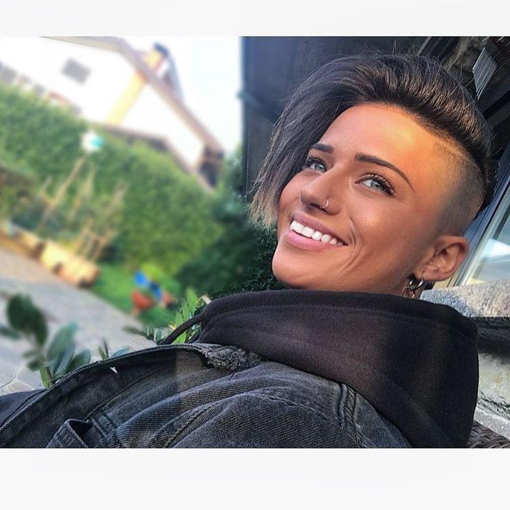 "9,652 Likes, 71 Comments - Ylenia Riniti (@yleniariniti94) on Instagram: ""#friday #party #dj #djsets #bologna #tonight‼️ #happiness #italiangirl #tomboy #hairstyle #selfie…"""