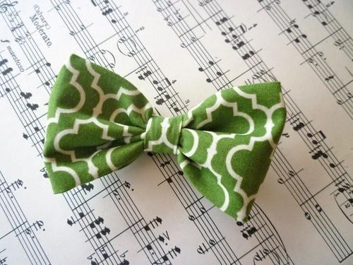 Cravate Noeud papillon mariage original  http://lamarieeencolere.com/post/33625096456/costume-mari