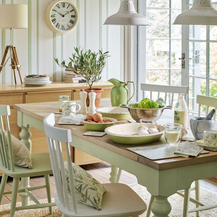 Buscá imágenes de diseños de Comedores estilo rústico de Laura Ashley Decoración. Encontrá las mejores fotos para inspirarte y creá tu hogar perfecto.