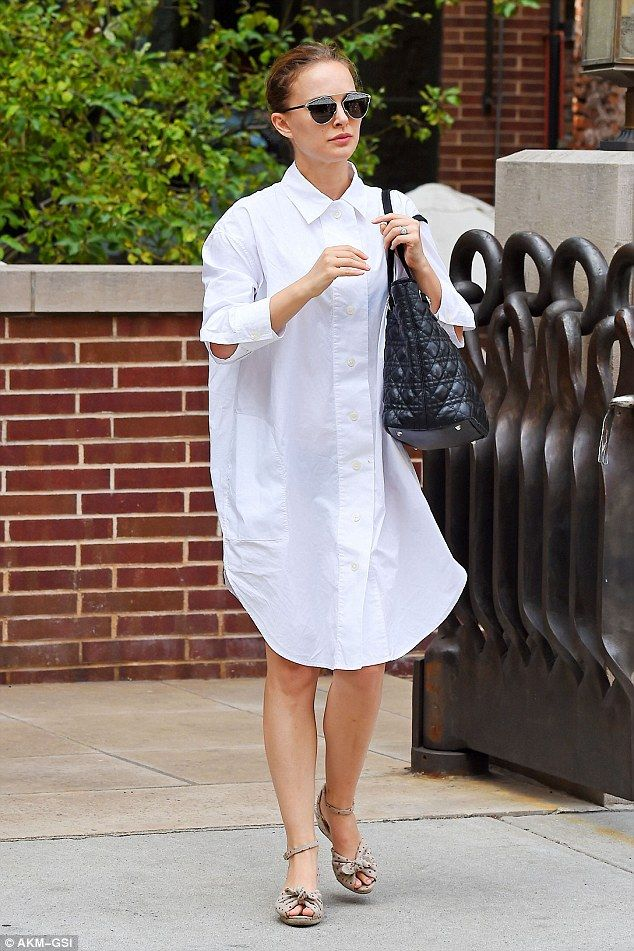 So simple: Natalie Portman was spotted leaving her Soho hotel on Tuesday looking effortles...