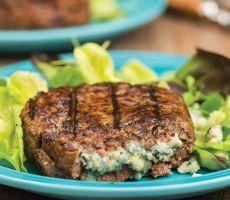 Hamburger recheado com gorgonzola