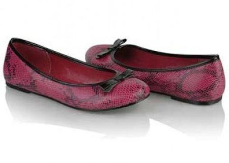 En Güzel Babet Modelleri 2016 Her sene değişen ama her seferinde de bir önceki babet ayakkabı modelleri ni aratmayan moda sayfamızda şimdide sizlere en güzel babetler ile ilgili resimleri paylaşacağız. Yeni sezon için hazırlanmış rahatlık için özellikle çok tercih edilen ve genelde yaz ayların hemen hemen bütün kadınların ayaklarını süsleyen en güzel babet ayakkabı modelleri işte burada.
