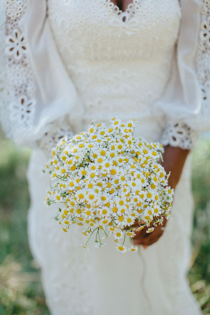 How simple and how beautiful is this wedding bouquet? Perfect for day time weddi… – Aurélie Lie