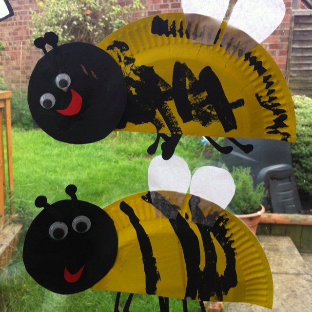 Paper plate bumble bees