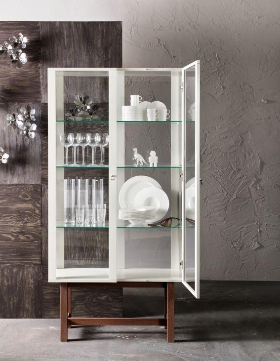 Deze STOCKHOLM vitrinekast is zo mooi dat je hem zelf in een vitrinekast zou willen zetten. #IKEA