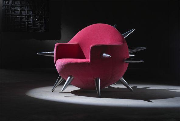 Cette chaise en forme de bombe est un design de la for Chaise italienne design