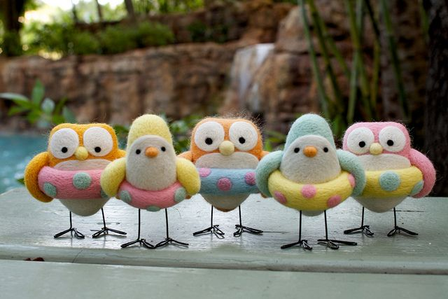 I feel a serious addiction coming on ... felted birds ... at the pool.