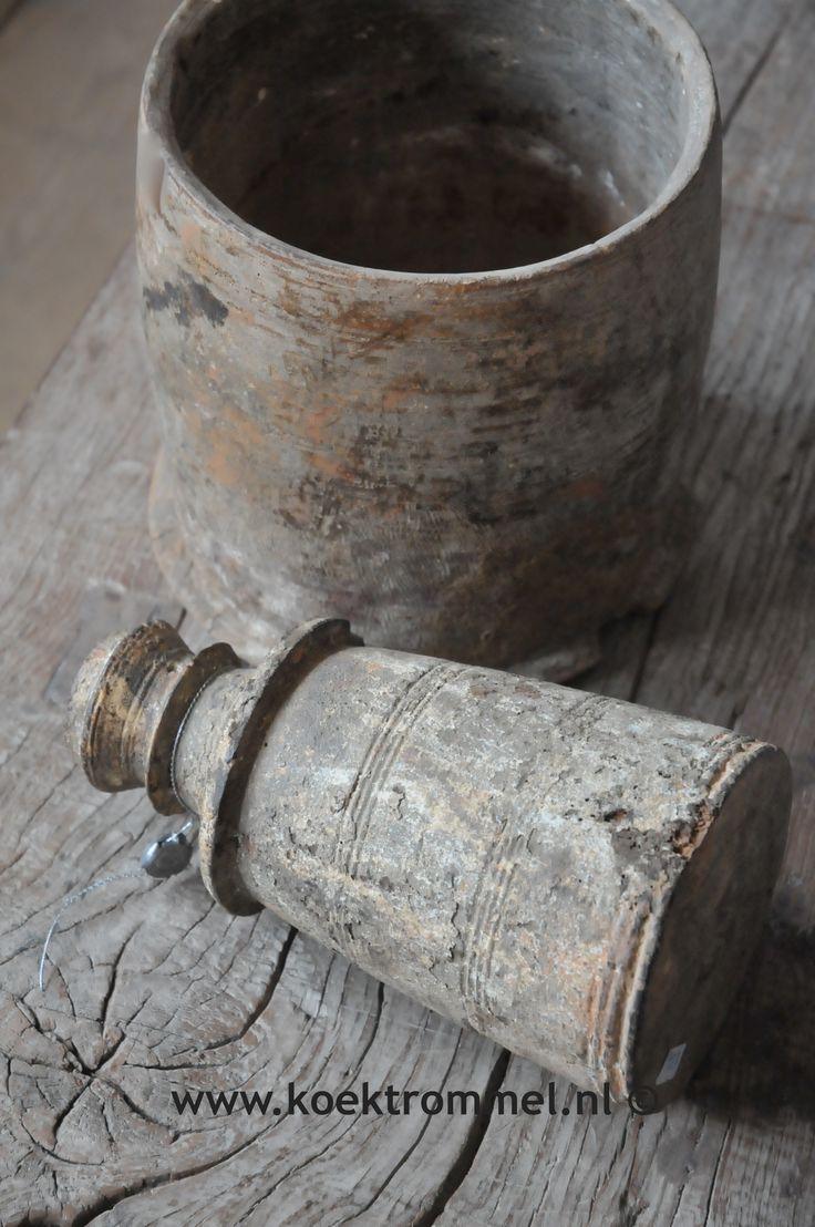 oude houten vazen uit Nepal