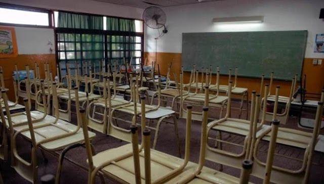 """DOCENTES ARGENTINOS LLAMAN A UN NUEVO PARO ESTE VIERNES   Docentes argentinos llaman a un nuevo paro este viernes Representantes del sector educativo confían en que la medida va a tener """"un alto nivel de acatamiento en todo el país"""". La medida de fuerza se realiza en reclamo de mejoras salariales en el sector y en rechazo a lo que consideran una """"crisis educativa"""" en Argentina. La Unión de Docentes Argentinos (UDA) convocó a una nueva huelga de 24 horas para el próximo viernes 2 de…"""