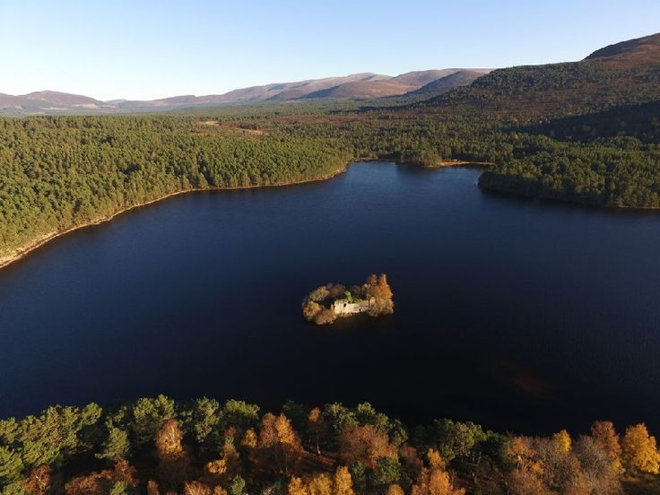 Loch An, Chateau Eilein, Parc national de Cairngorms, Ecosse Visit Scotland