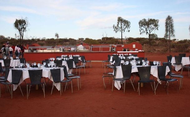 The only diner on our list that is located in the middle of the desert, this roofless dinner experience takes you into the middle of the Australian Outback right next Ayers Rock and gives you a view of the stars that you could only dream of.