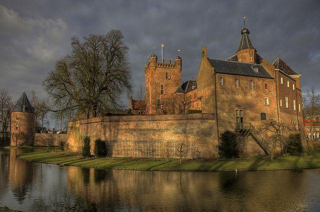Huis BerghGelderland / 's-HeerenbergNetherlands51.8741,6.2408   by pe_ha45, via Flickr