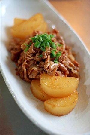 楽天が運営する楽天レシピ。ユーザーさんが投稿した「豚肉と大根の甘辛煮」のレシピページです。材料は、豚肉と大根。調味料は、砂糖と醤油。これだけなのに、ものすごくおいしいなんて~!? 濃い味甘辛の豚肉と、そのうまみを吸ったとろとろの大根が最高。。豚肉と大根の甘辛煮。豚小間切れ肉,大根,水,酒,砂糖,醤油,サラダ油